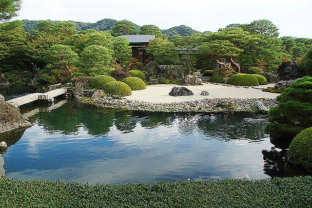 adachimuseum_ikeniwa2.jpg