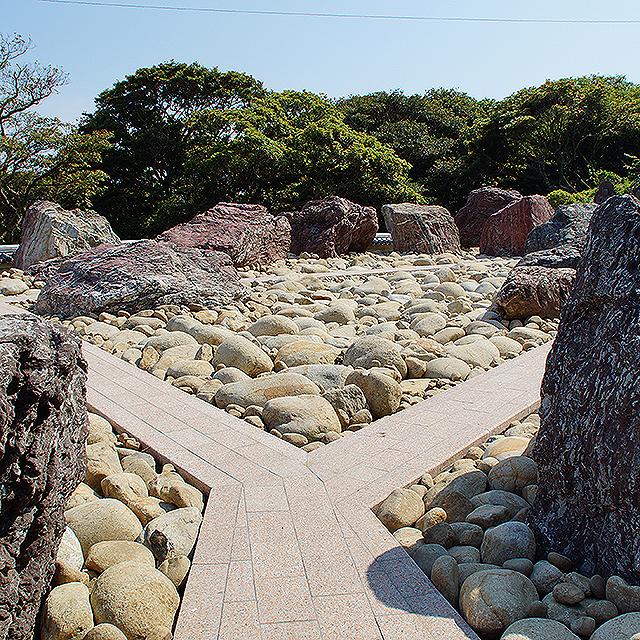 ashizurimisaki_whitestone3.jpg