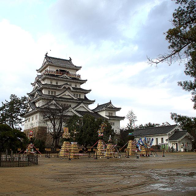 fukuyamajo_facade.jpg