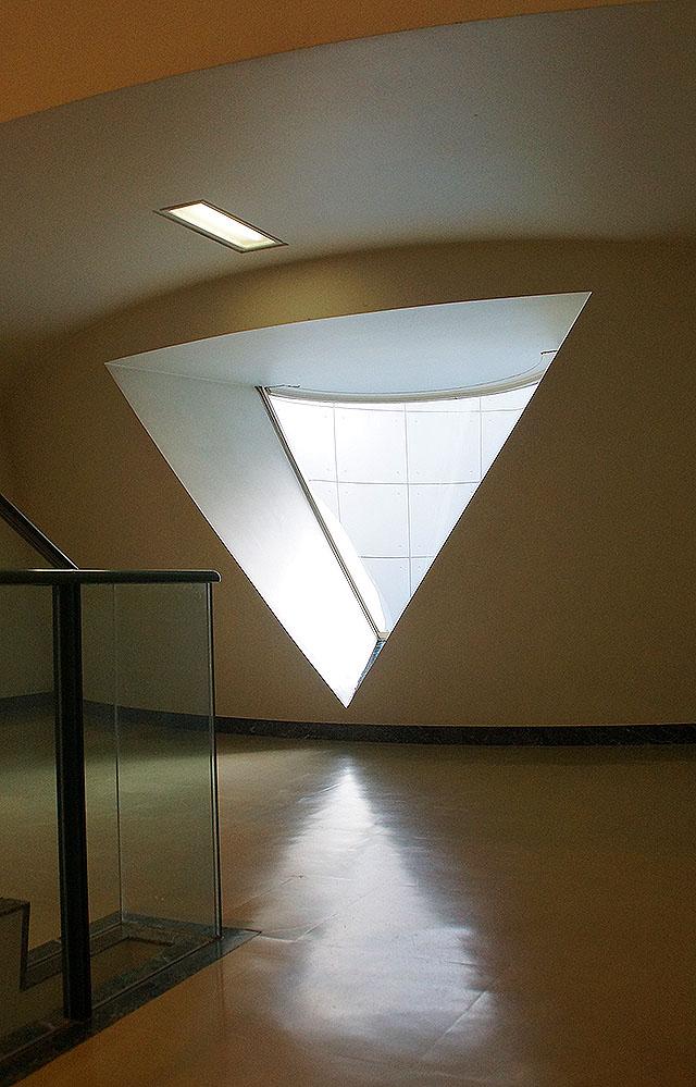 hiroshimagenbi_trianglewindow.jpg