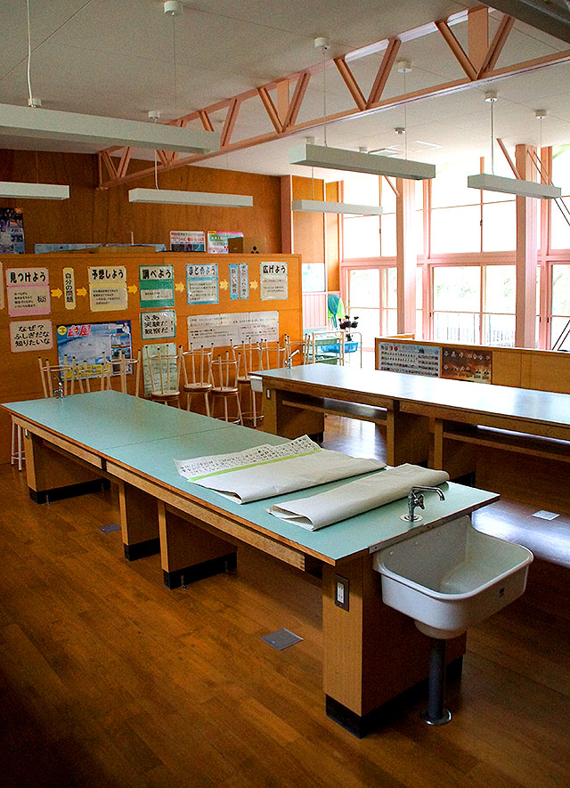 hizuchischool_east1f_scienceroom.jpg