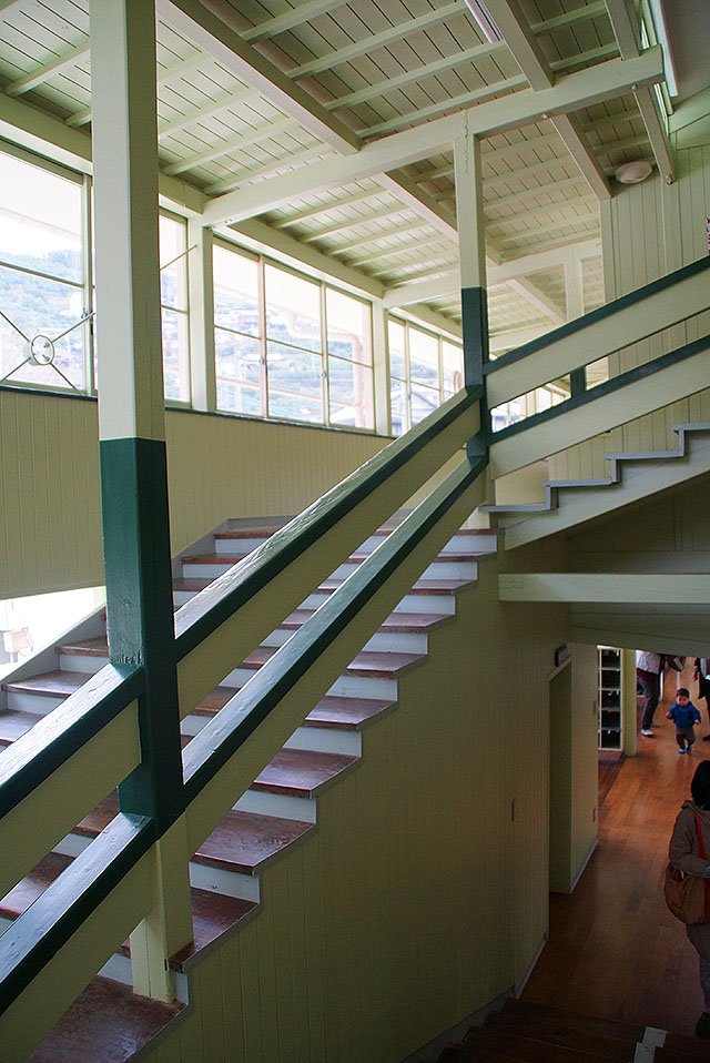 hizuchischool_east_stair.jpg