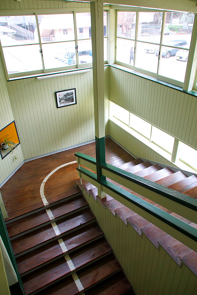 hizuchischool_east_stair2.jpg