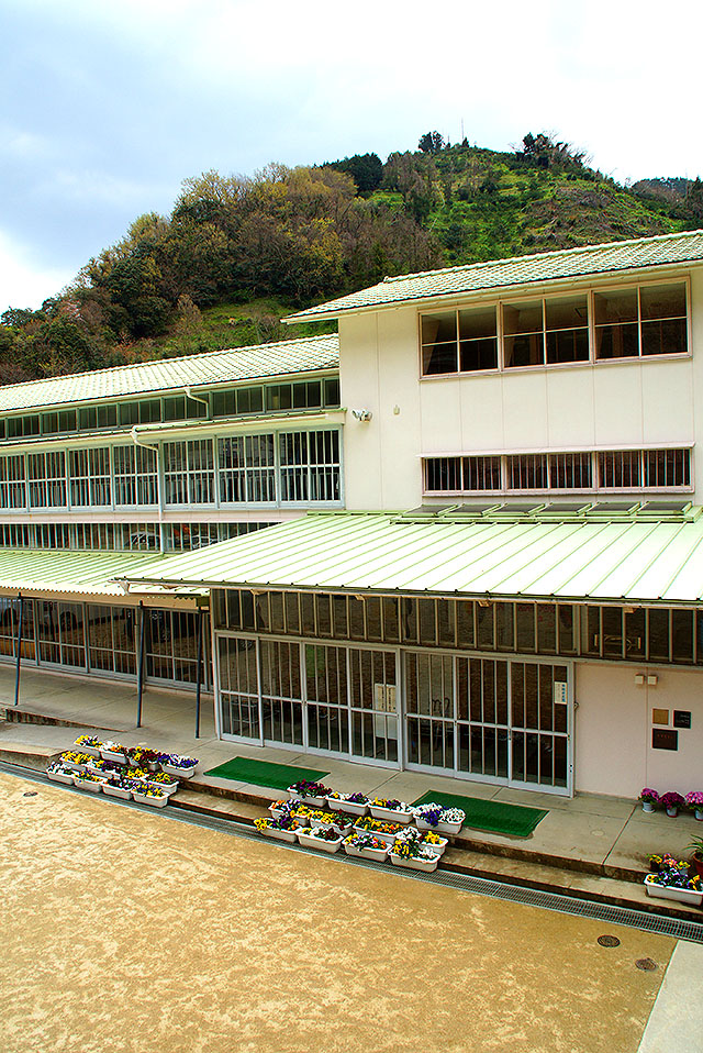hizuchischool_middle_groundside2.jpg