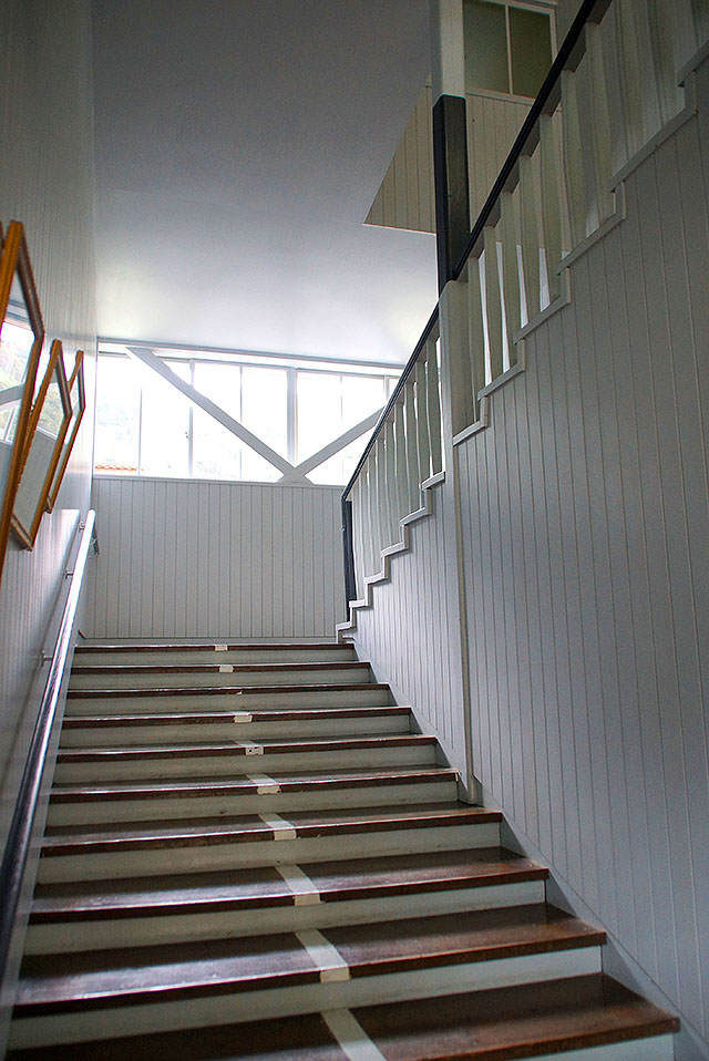 hizuchischool_middle_stair2.jpg