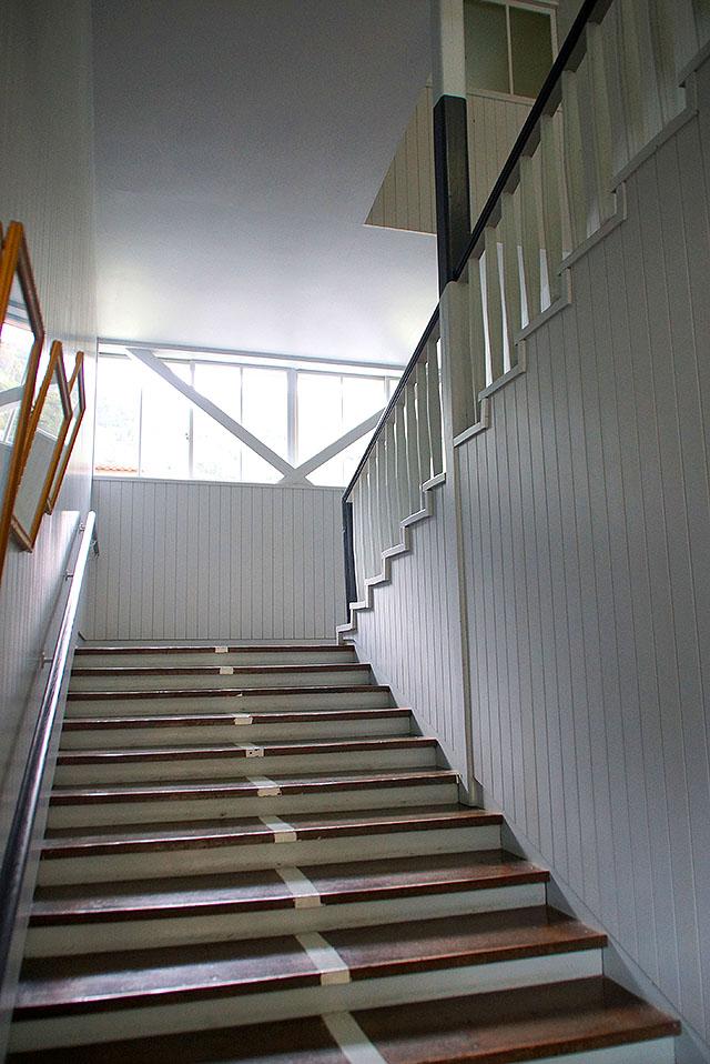 hizuchischool_middle_stair2.jpg