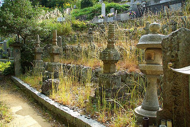innoshimajo_grave.jpg