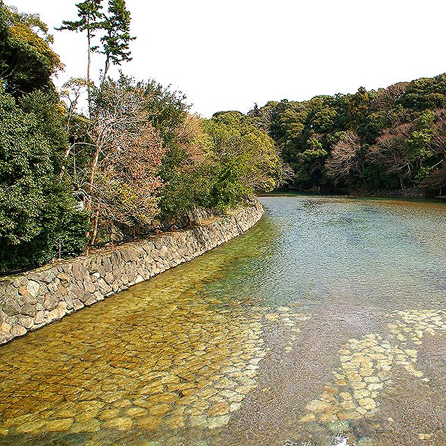 ise_naiku_river.jpg