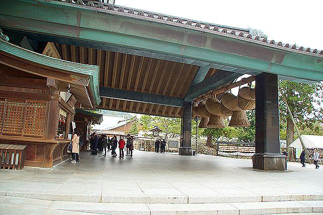izumotaisha_kaguraden_side.jpg