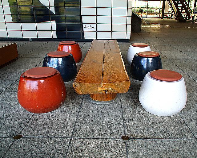 kagawapo_lobby_seats1a.jpg