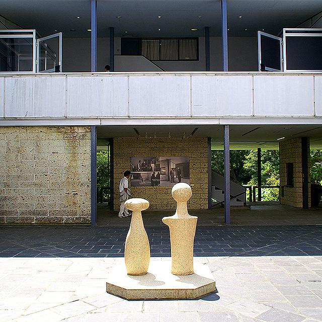 kamakuramuseum_court1a.jpg