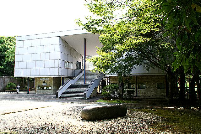 kamakuramuseum_facade1a.jpg