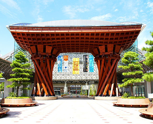 kanazawa_st_torii1a.jpg