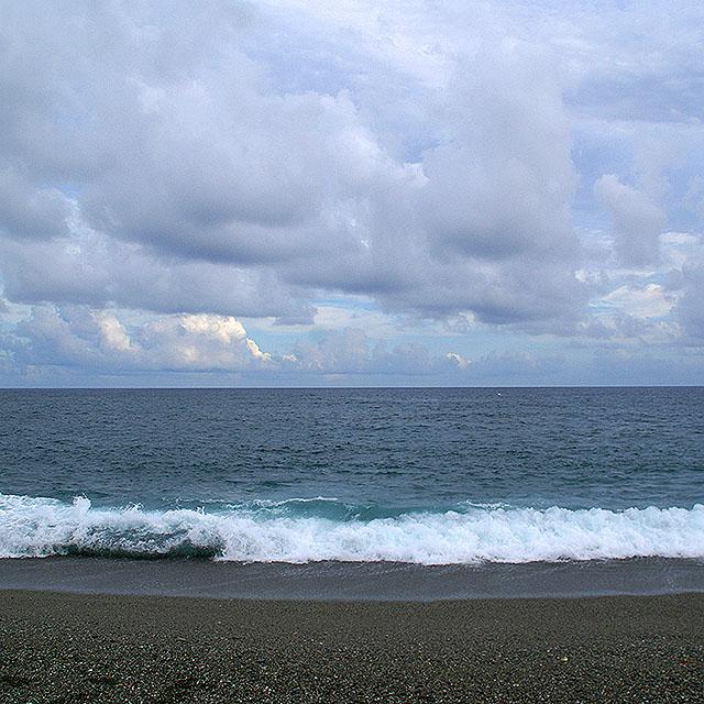 katsurahama_wave1.jpg