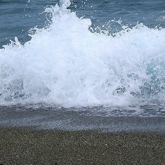 katsurahama_wave2.jpg