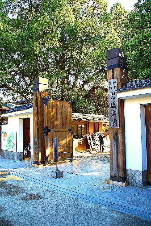 korakuen_gate.jpg