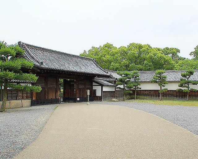 marugamejo_genkansakigomon.jpg