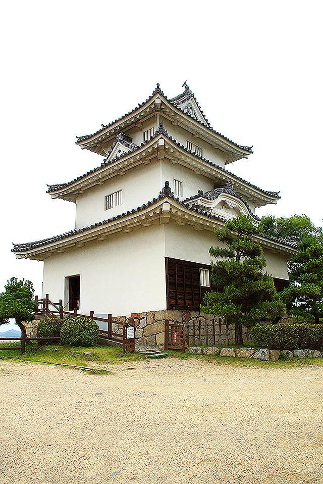 marugamejo_tenshu1.jpg