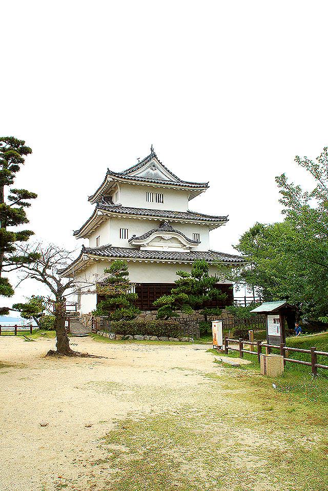 marugamejo_tenshu2.jpg