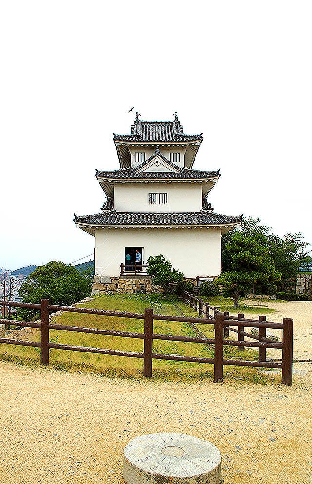 marugamejo_tenshu3.jpg