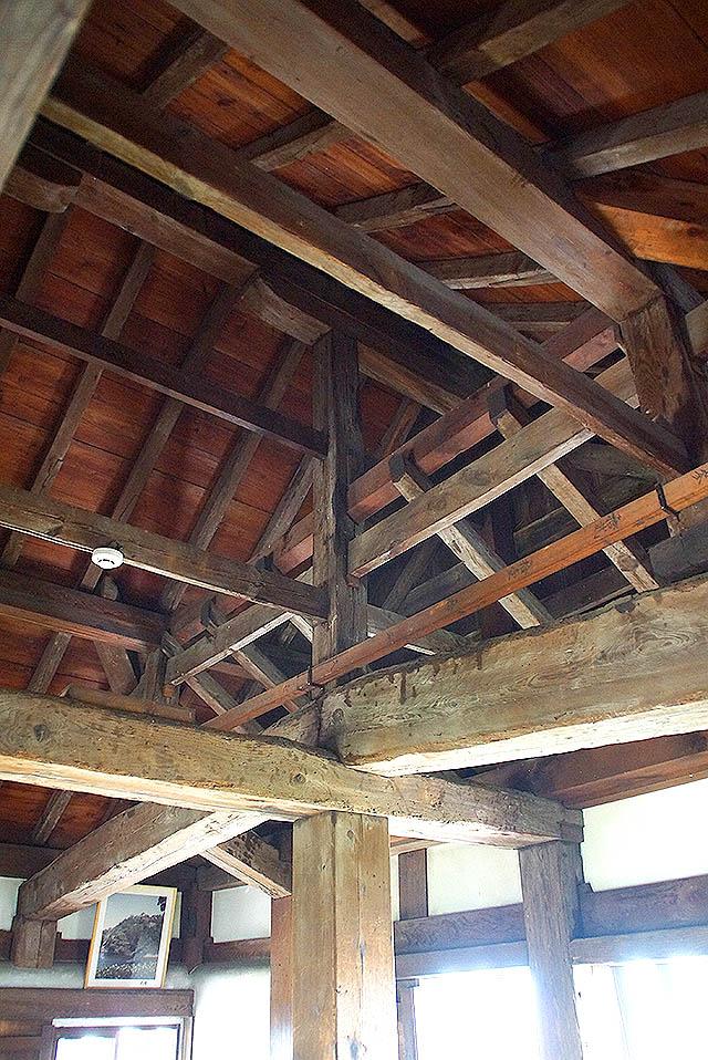 marugamejo_tenshu_roof.jpg
