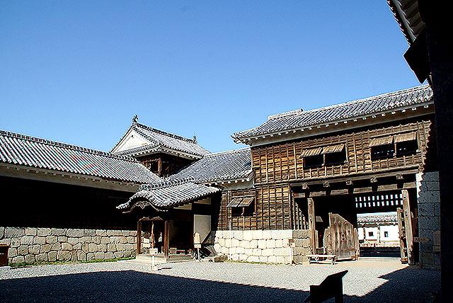 matsuyamajo_honmaru_gate.jpg