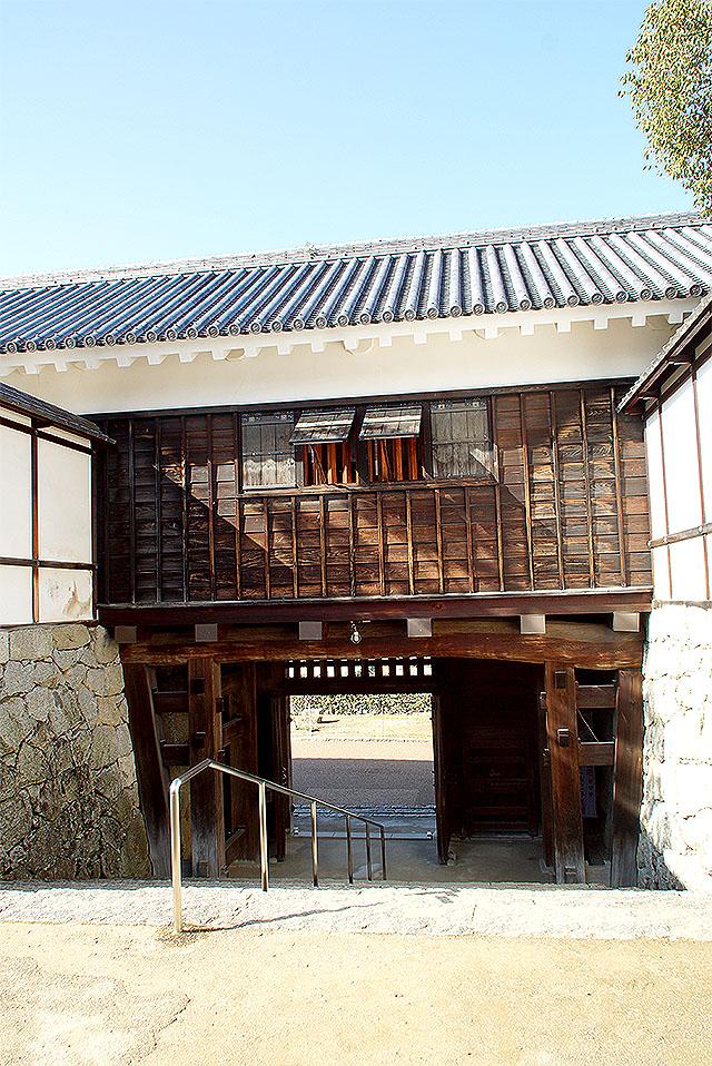 matsuyamajo_ninomaru_tamongate.jpg