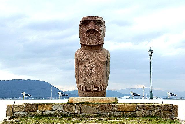 megi_moai.jpg