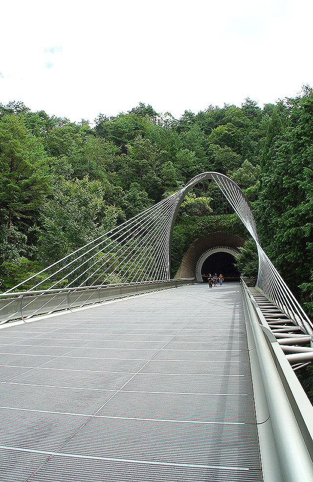 mihomuseum_bridge3.jpg