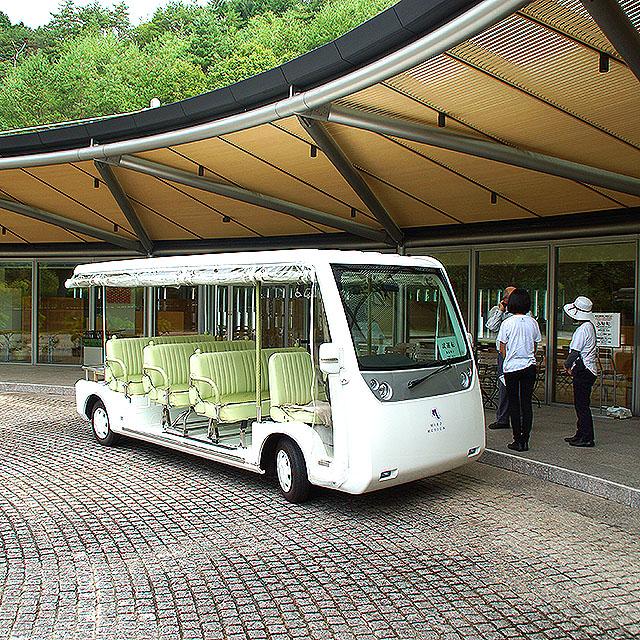 mihomuseum_bus.jpg