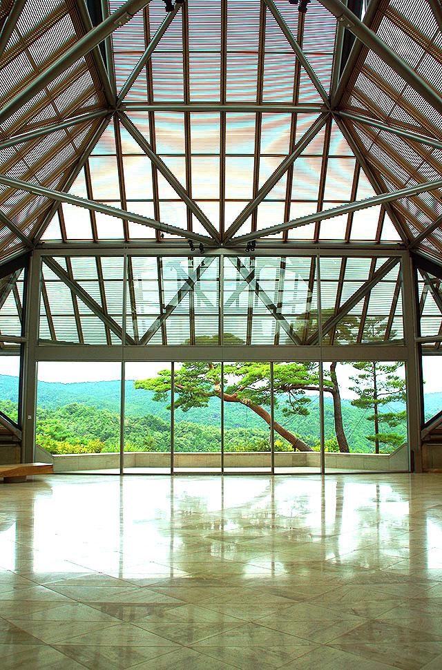 mihomuseum_entrancehall.jpg