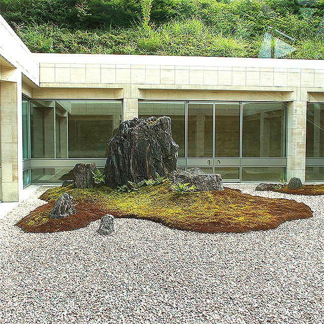 mihomuseum_garden.jpg
