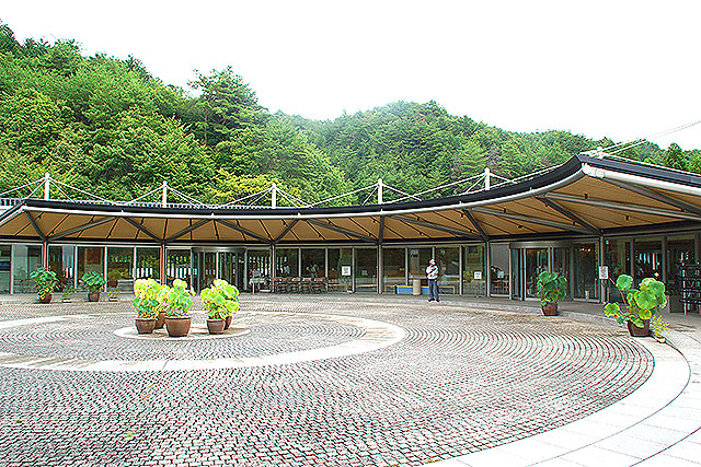 mihomuseum_reception.jpg