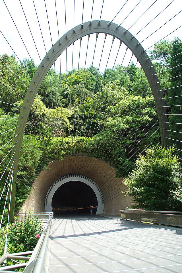 mihomuseum_tunnel1.jpg