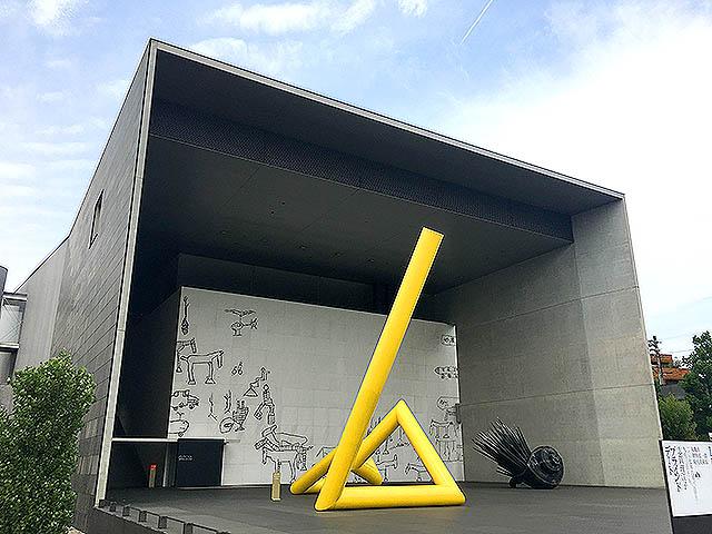 mimoca_tojoglass_facade.jpg