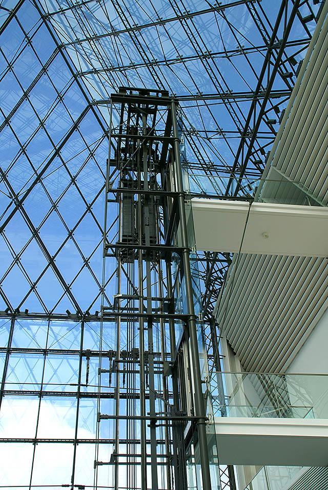 moerenuma_glasspylamid_elevator1a.jpg