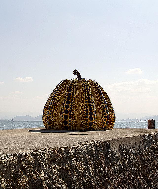 naoshima_benesse_yellowpumpkin4.jpg