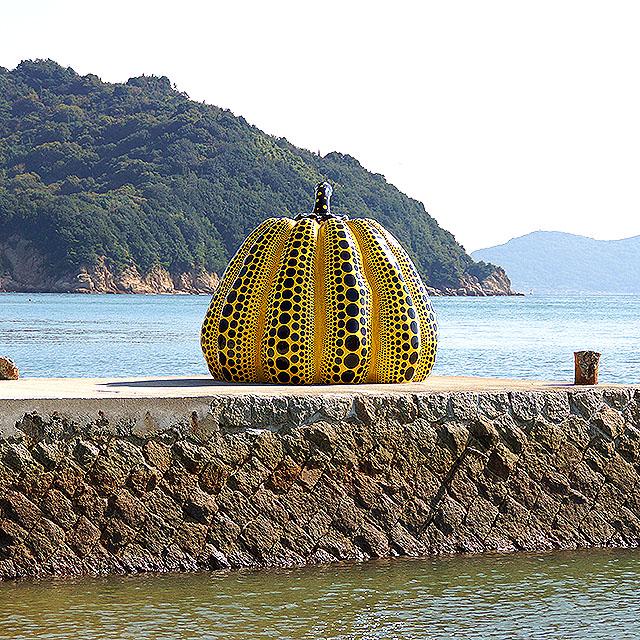 naoshima_benesse_yellowpumpkin6.jpg