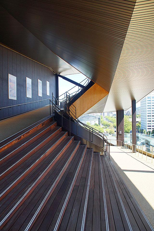 orizurutower_stair1.jpg