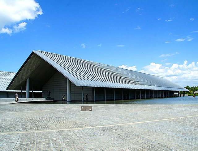 sagawamuseum18_outside.jpg