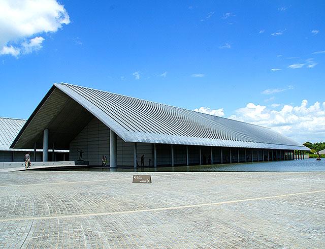 sagawamuseum18_outside.jpg