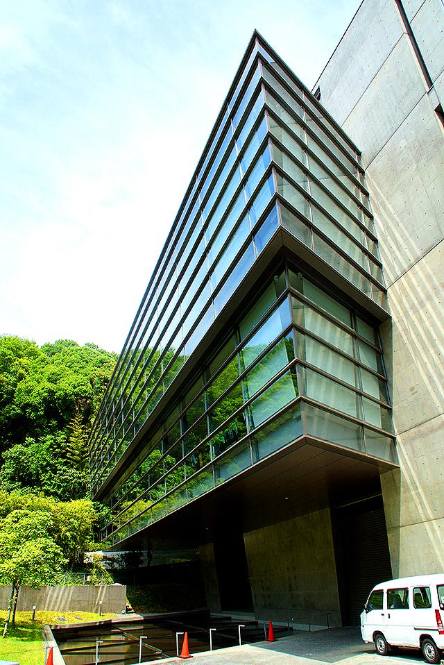 sakakumomuseum_facade.jpg
