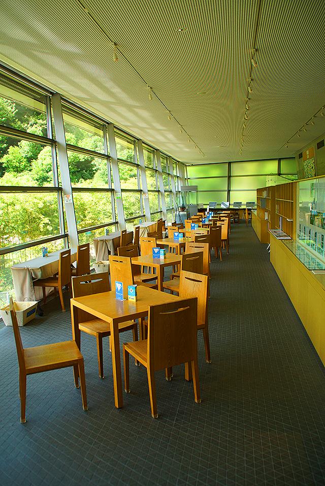 sakakumomuseum_library.jpg