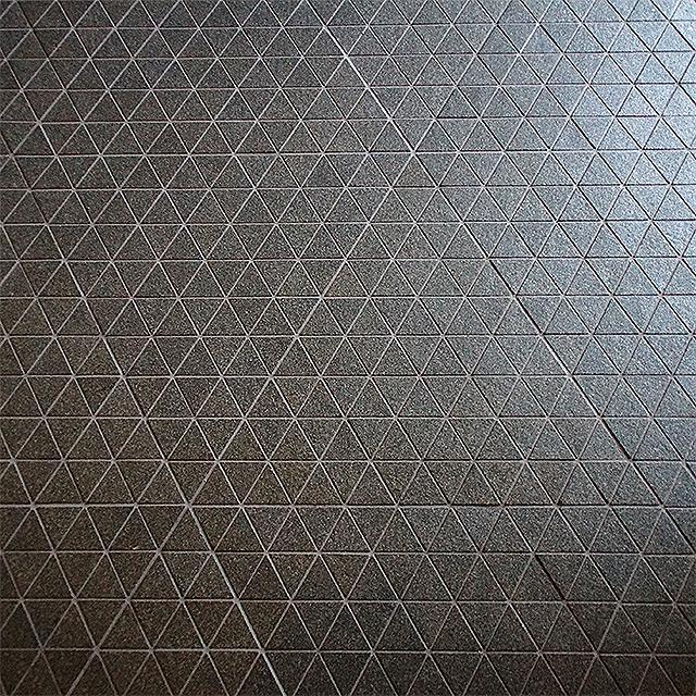 sakakumomuseum_triangle_floor.jpg