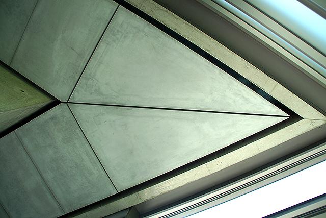 sakakumomuseum_triangleedge.jpg