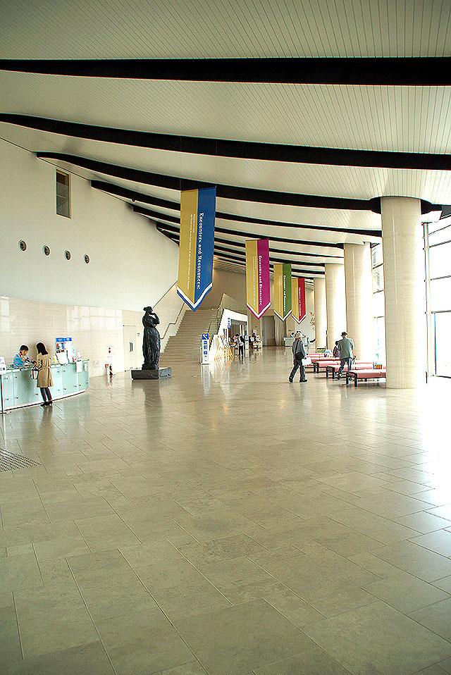 shimanemuseum_lobby.jpg