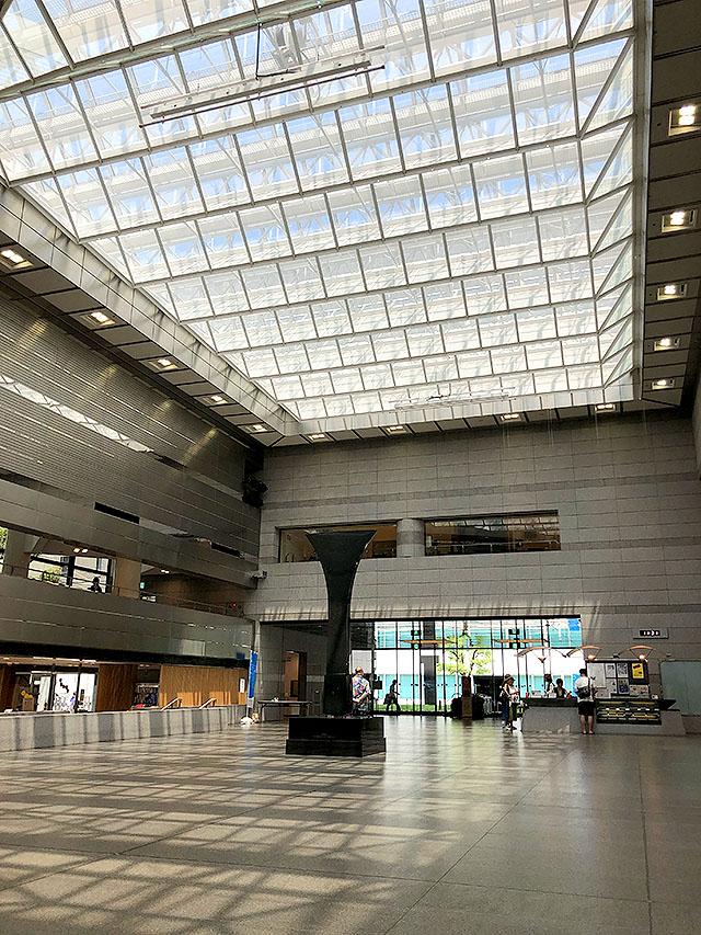 takamatsucitymuseum_lobby.jpg