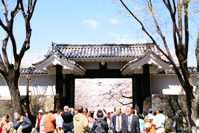 tcgm06_kokyo_gate.jpg