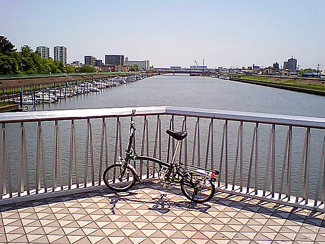 tcgm10_osugibridge_bicycle.jpg