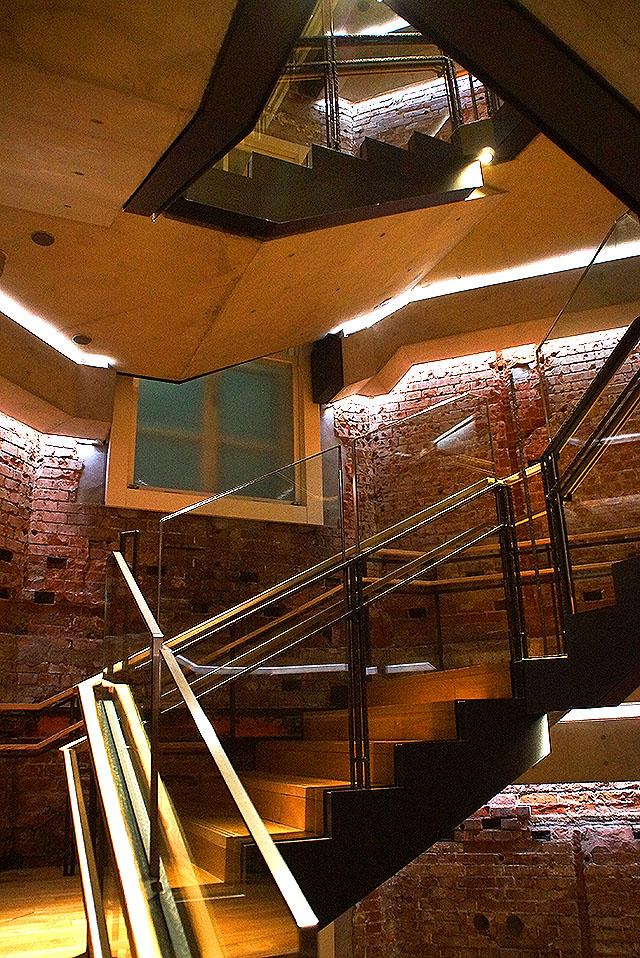 tokyostation_stair.jpg
